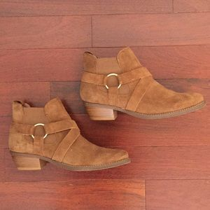 Crevo camel/brown suede booties. Size 8